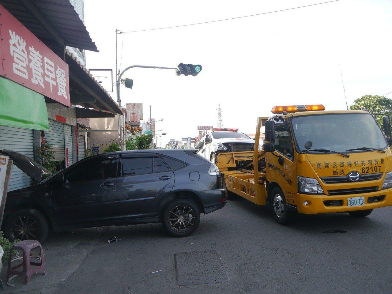 警方說,救護車與轎車駕駛人均未喝酒,此事故沒有人受傷。記者徐白櫻/攝影
