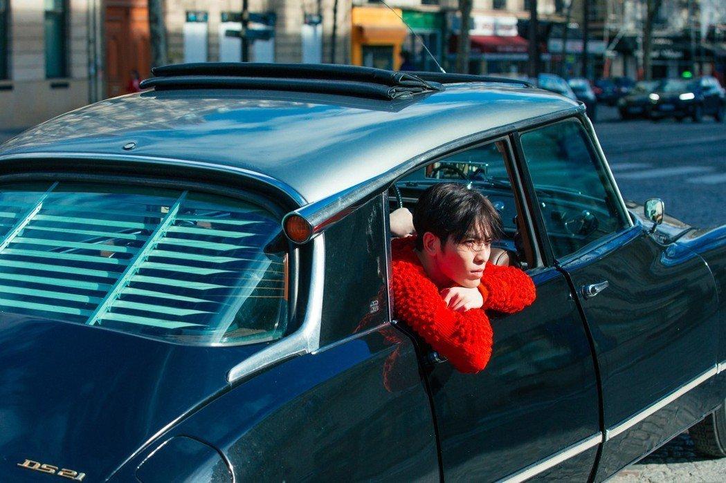 蕭敬騰為新專輯遠赴巴黎取景。圖/華納音樂提供
