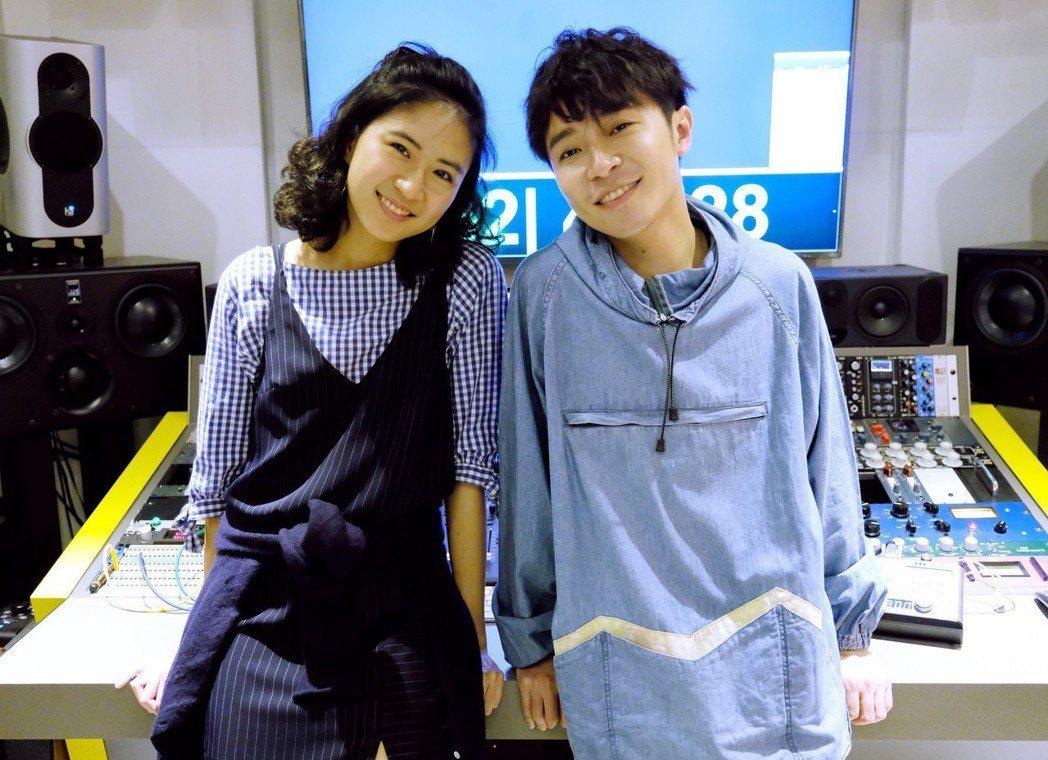 青峰個人新專輯找來新生代爵士女聲「9m88」合唱。圖/大房小山音樂提供