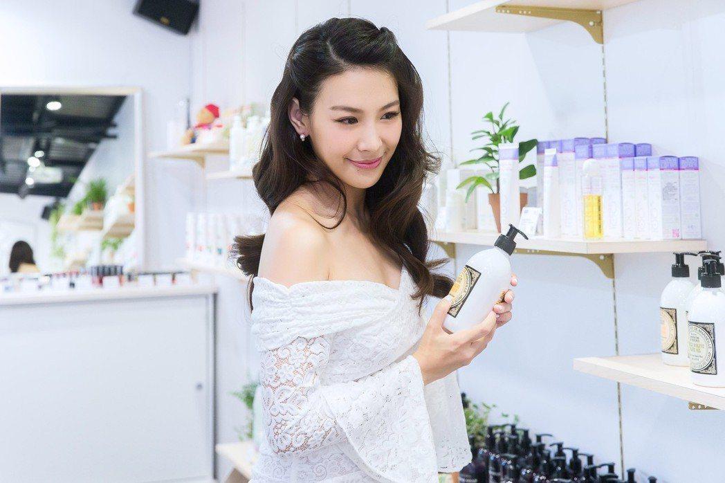 艾莉絲為了自創品牌Oui Organic唯有機,從店內裝潢理念、選品概念到品牌特...