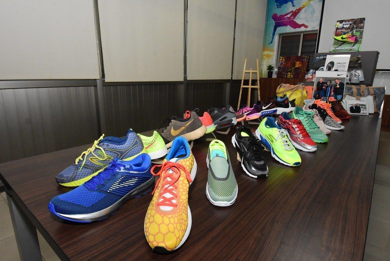 彰化縣北斗鎮的總成實業公司是NIKE的全球六大供應商之一,公司展示生產的球鞋產品...