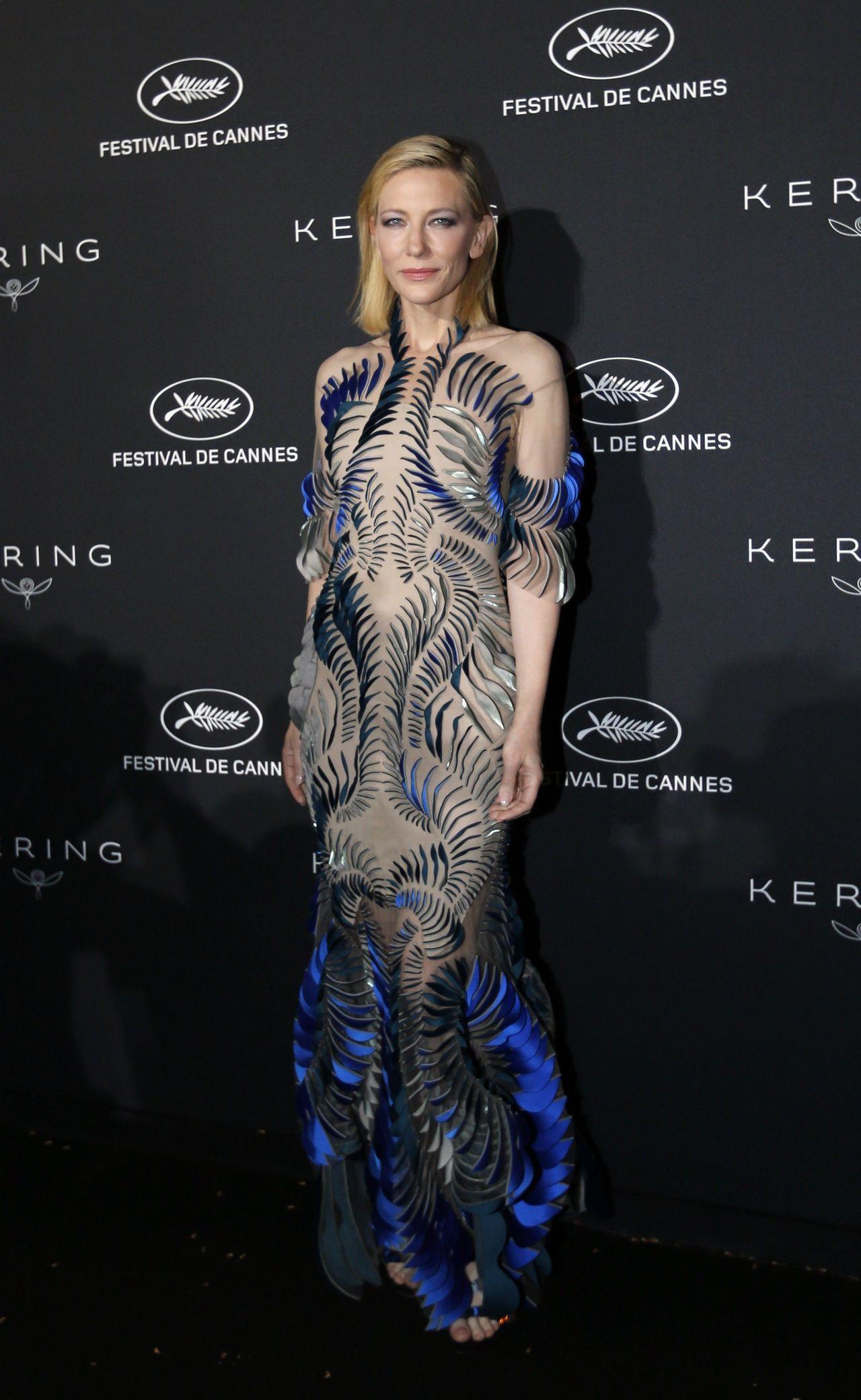 凱特布蘭琪身穿Iris van Herpen像是陸上行走的美人魚。(路透社)