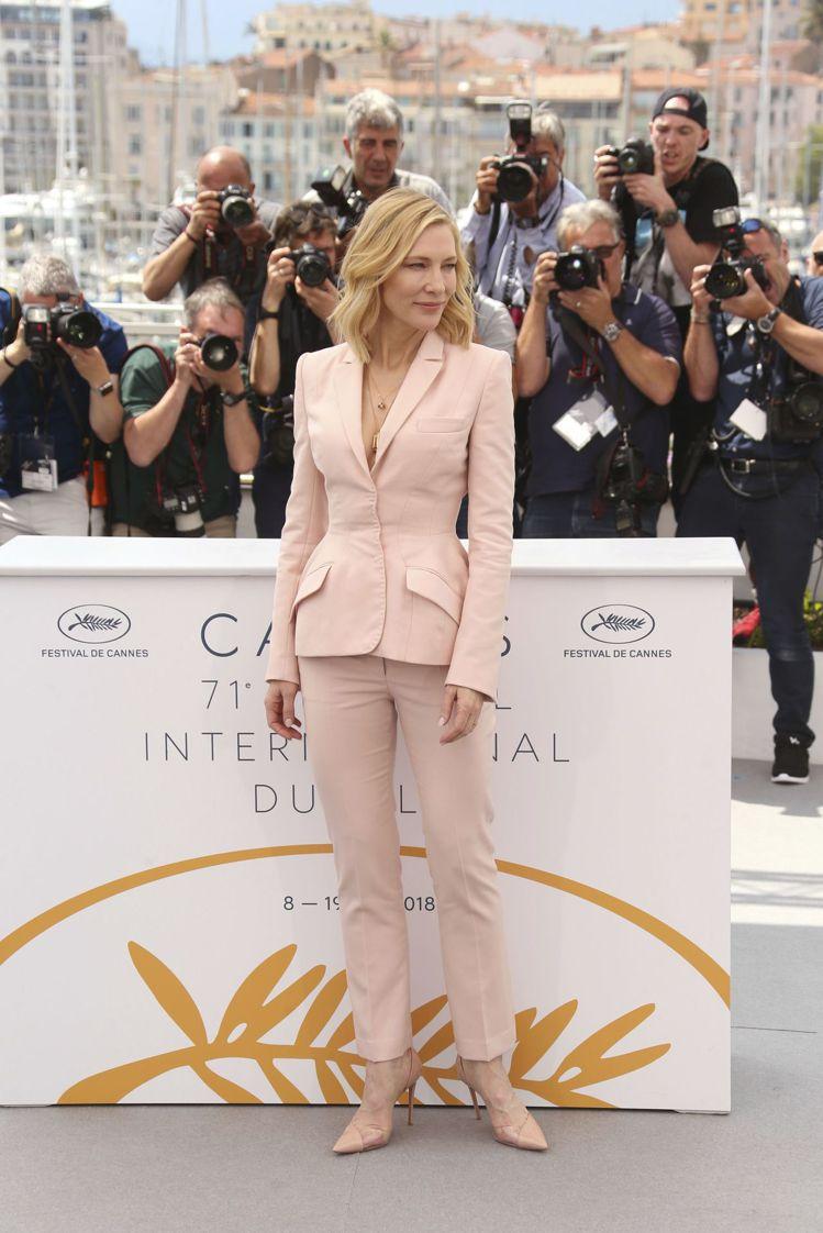 凱特布蘭琪穿Stella McCartney訂製褲裝,鮮嫩色系讓她看起來溫柔知性...