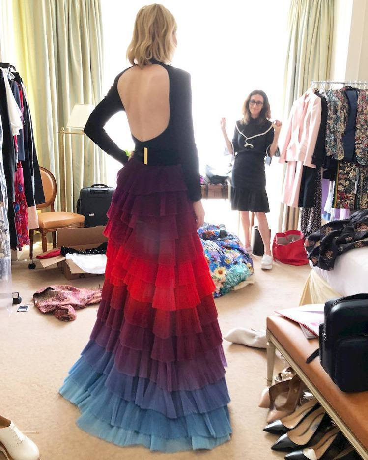 凱特布蘭琪身穿GIVENCHY 2018春夏高級訂製服秀出美背。圖/取自IG