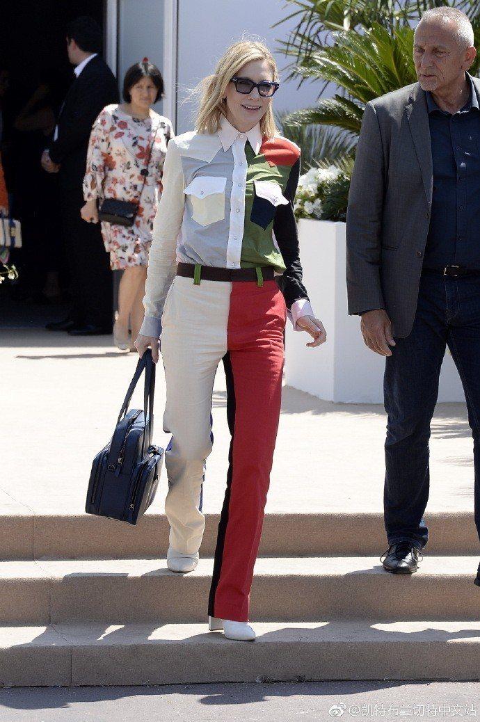 凱特布蘭琪身穿配色精湛的Calvin Klein 2018春夏褲裝。圖/取自微博