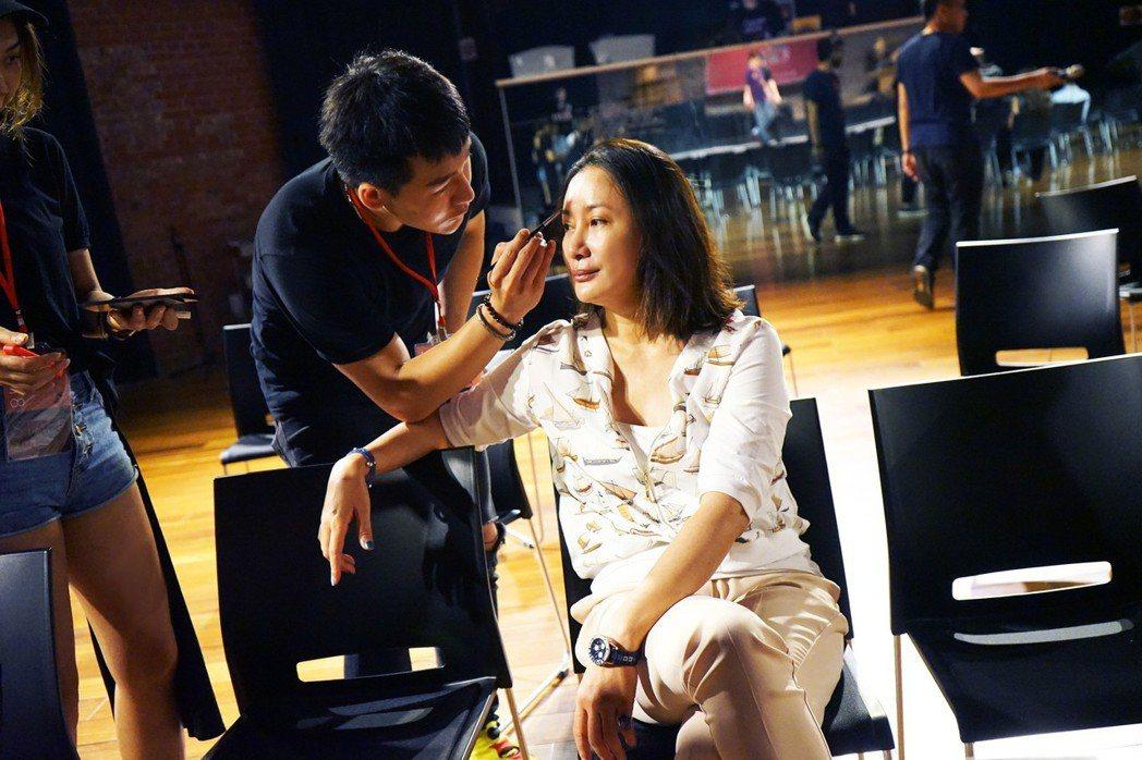 陳亞蘭宣傳歌仔戲新戲「黑家店」。圖/寶麗來提供