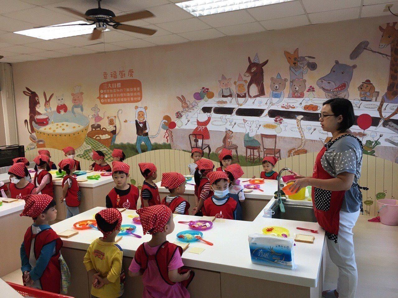 大成非營利幼兒園假日還安排小朋友野餐,也有烘焙等課程,小朋友學的很有趣。圖/南投...