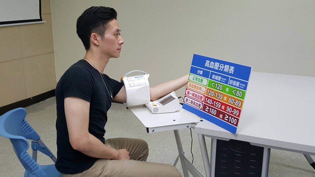 醫師提醒,規律量血壓外,常運動可降血壓。 中央社