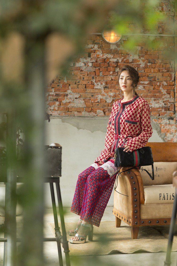 吳速玲穿雙G Logo蕾絲刺繡罩衫12萬9,800元,雙G Logo蕾絲刺繡背心...