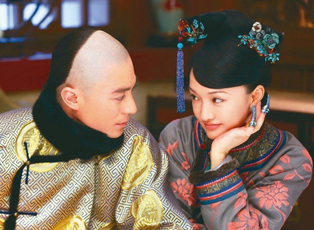霍建華(左)和周迅合作演出「如懿傳」,傳出兩人片酬超過台幣7億,即使高身價仍常默...