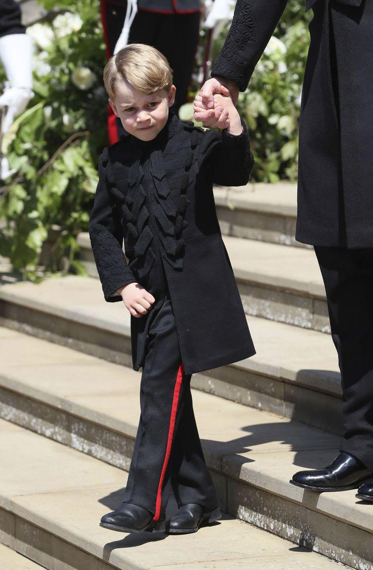 小王子喬治與小公主夏綠蒂是最受矚目的花童。圖/美聯社