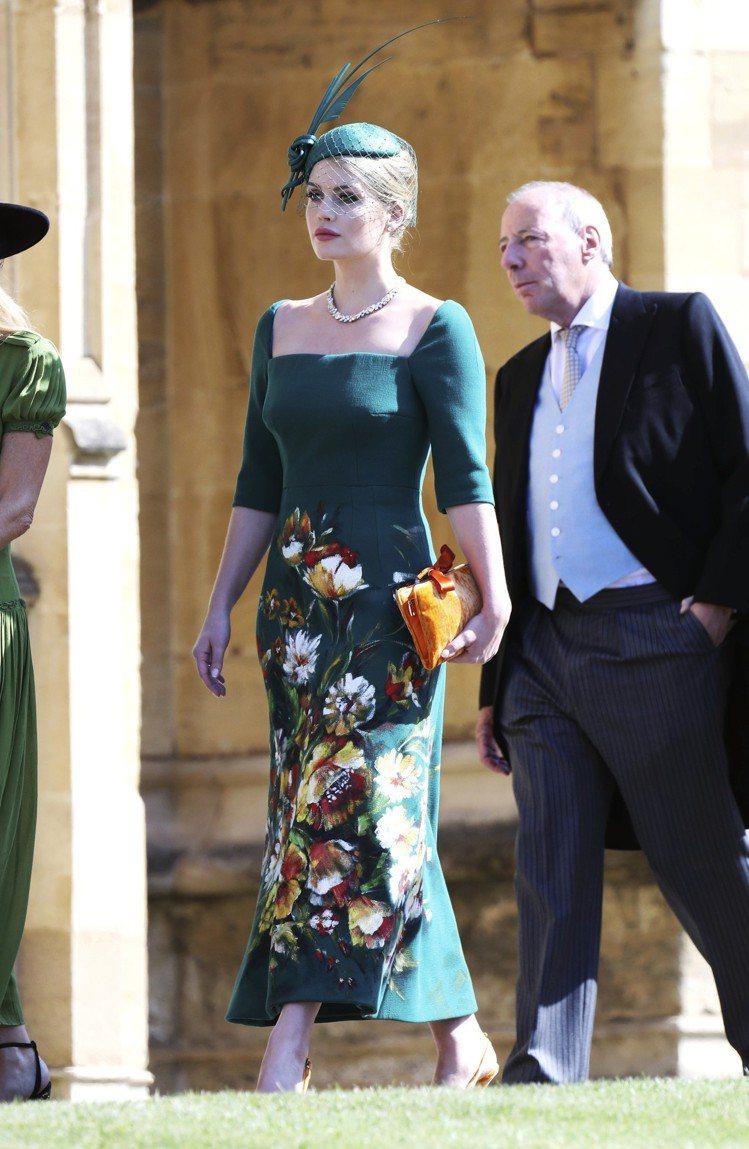 黛安娜王妃的姪女Lady Kitty Spencer穿著Dolce & ...