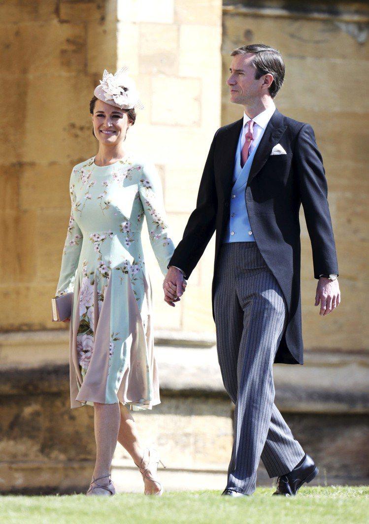 凱特王子妃的妹妹Pippa Middleton選穿The Fold洋裝。圖/取自...