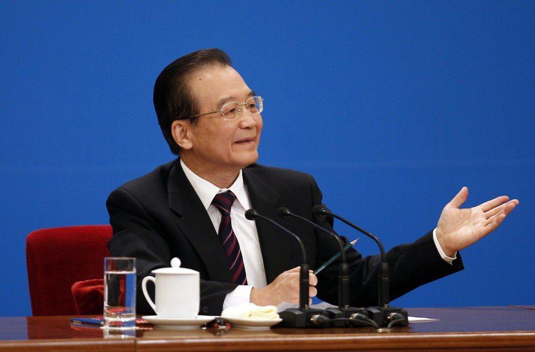 溫家寶曾在兩會總理記者會多次表達去台灣走走看看的心願,曾說「想到台灣各地去走、去...