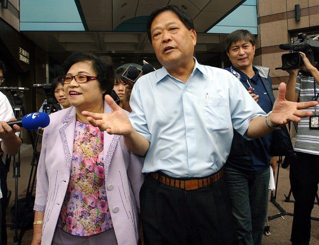 2009年許榮淑(左)、范振宗(右)因赴國共論壇被民進黨停權3年。 圖/聯合報系...