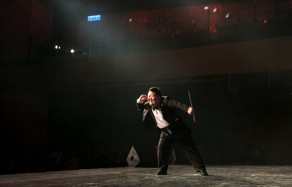舟舟曾被譽為「天才指揮家」是殘疾人勵志偶像,人氣最旺時每年演出168場,曾受邀前...