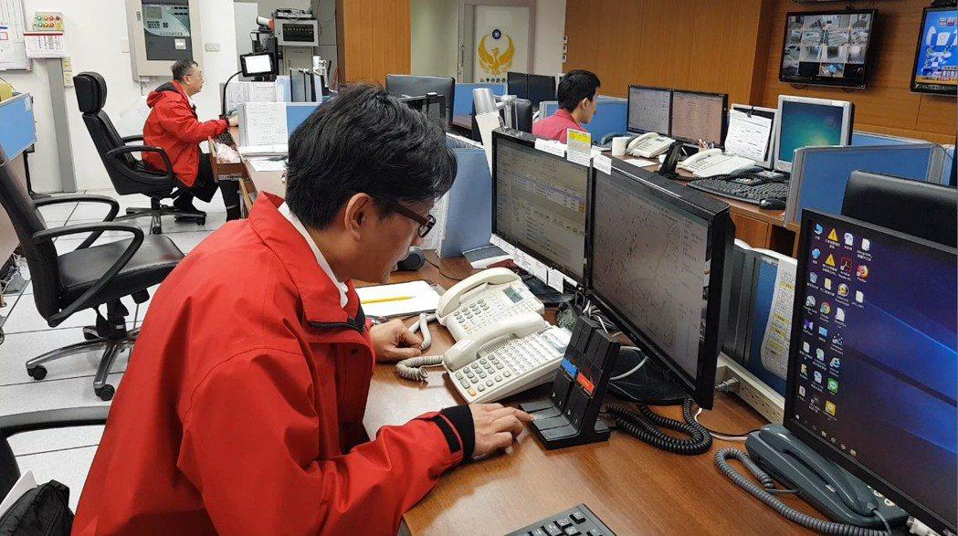 苗栗縣消防局救災救護無線電通訊系統去年全面切換數位頻道。記者黃瑞典/攝影