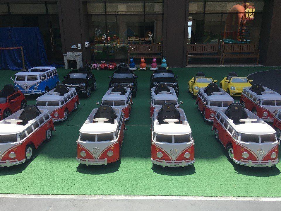 各種不同類型的福斯小汽車一字排開,各有特色。(攝影/Yilin)