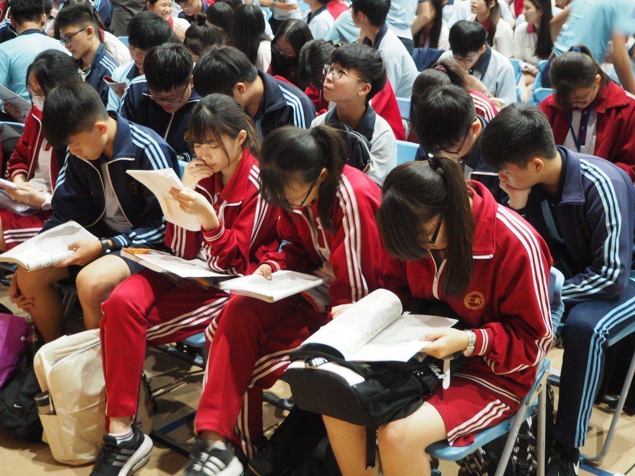 107國中教育會考今天登場,台中地區考生說,社會科命題靈活。記者喻文玟/攝影