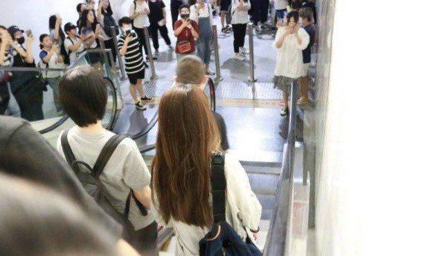 Hebe在杭州機場被歌迷圍堵,場面一度混亂,事後她在微博發文表達情緒。圖/摘自微...