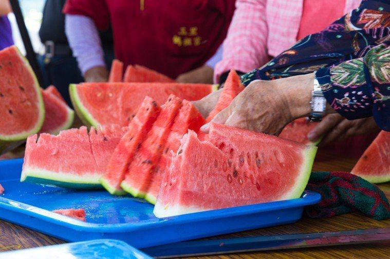 紅肉西瓜有較多β胡蘿蔔素。記者蔡翼謙/攝影