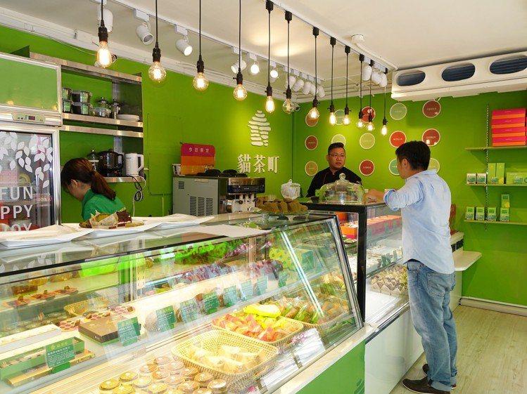貓茶町民生店內提供50多種的產品。圖/記者張芳瑜攝影