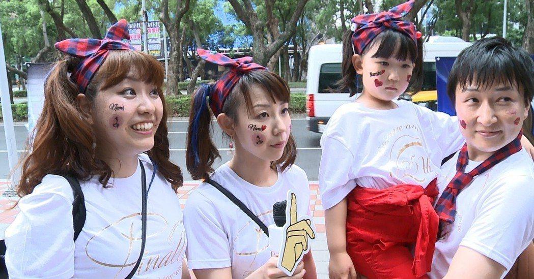 Nazu(左起)、Rei、Aoi、Kaki。