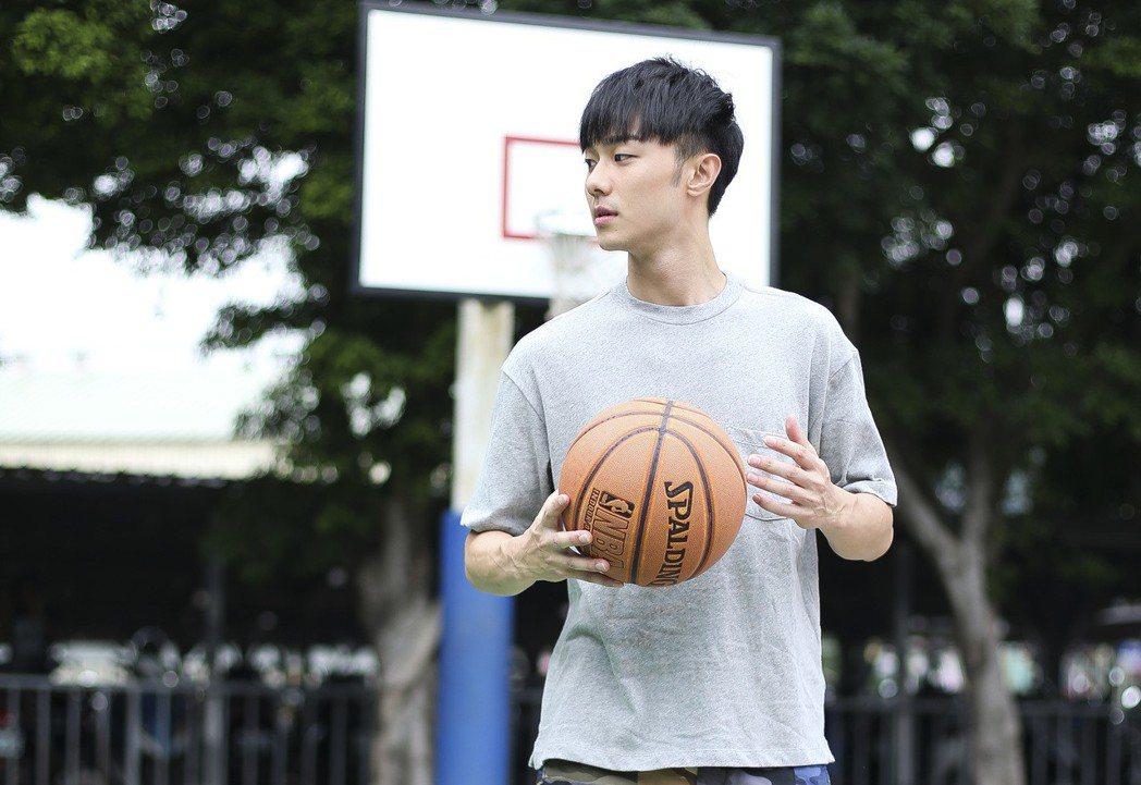 施柏宇除了努力課業,也參加學校系籃。記者楊萬雲/攝影
