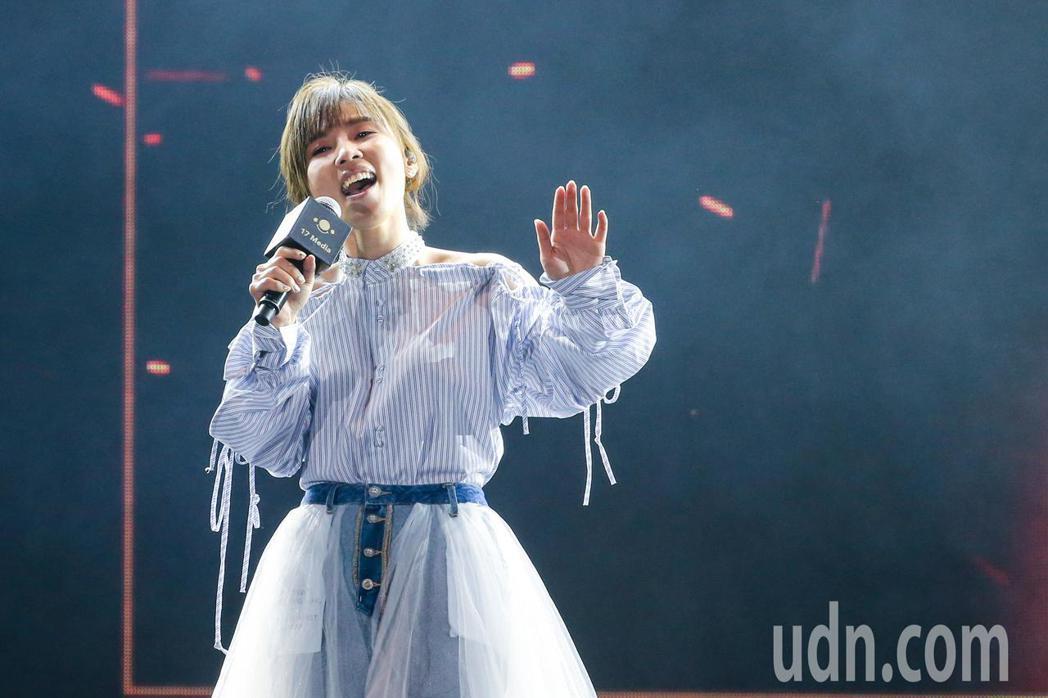李佳薇在頒獎典禮上演唱。記者鄭清元/攝影