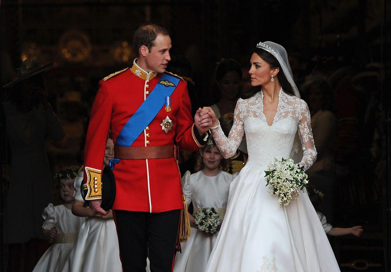 凱特王妃在2011年時穿著Alexander McQueen婚紗。(法新社)