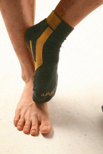在現實生活中,很少人認為腳臭是一種疾病,但脫鞋之後,如果撲鼻而來的是鹹魚味混著汗...