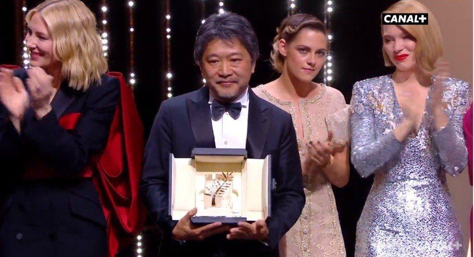是枝裕和以「小偷家族」拿下坎城金棕櫚獎。圖/翻攝自Youtube
