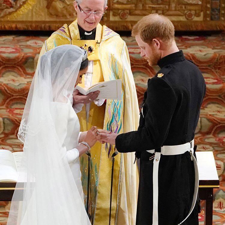 王子為梅根所戴上的婚戒,是由女王贈與的威爾斯黃金所鑄造而成。圖/取自IG @th...