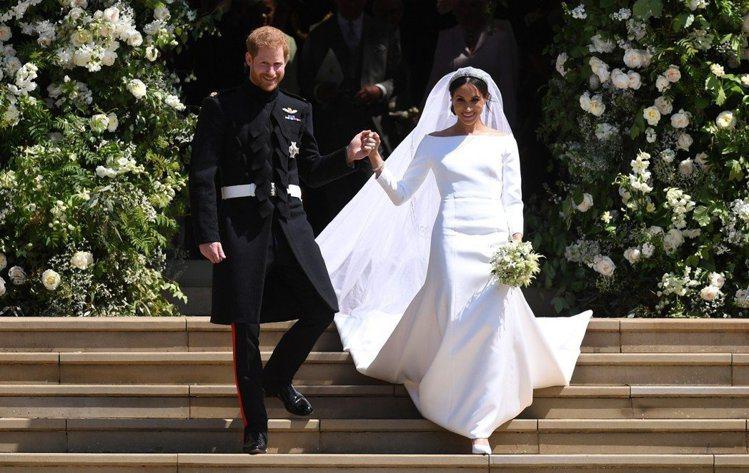 哈利與梅根大婚會場滿滿的白玫瑰,是黛安娜王妃最愛的花朵之一。圖/歐新社