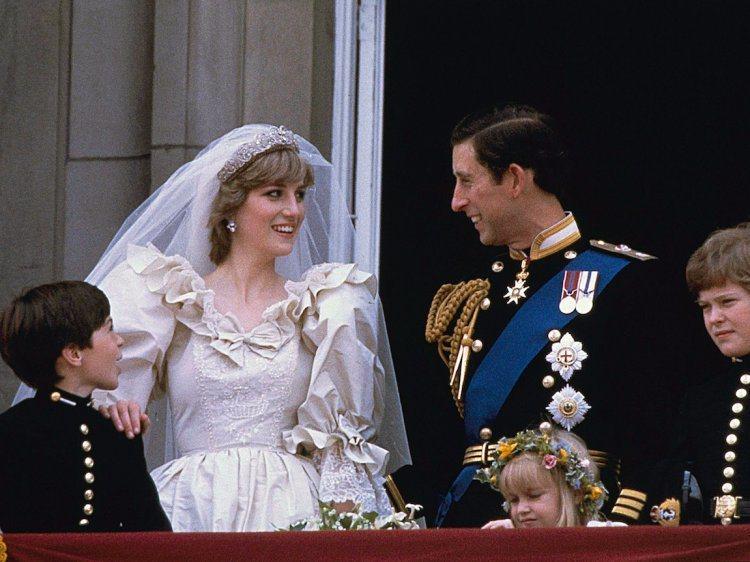 黛妃1981年婚禮中頭上所配戴的皇冠,來自娘家Spencer家族祖傳的鑽石皇冠。...