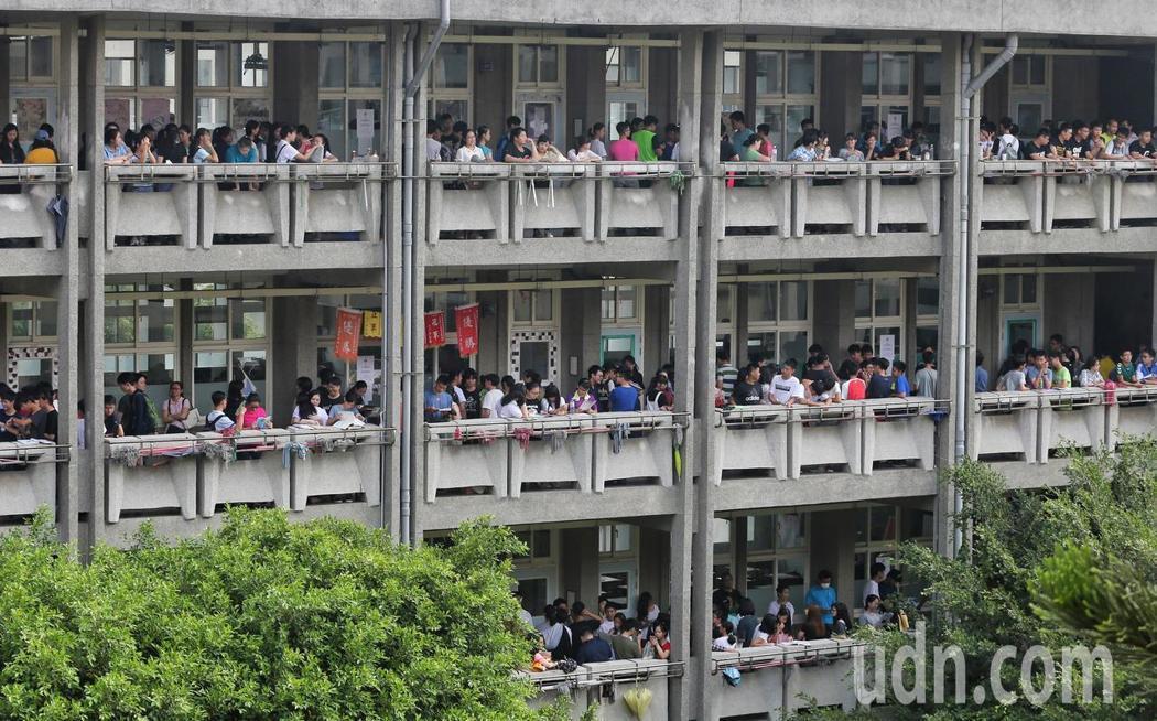 國中教育會考第二天。記者鄭清元/攝影