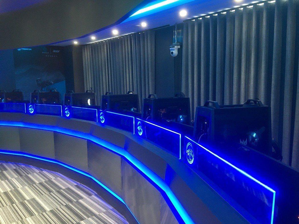 全套宏碁頂級電競設備進駐桃園健行科大電競教室。圖/宏碁提供