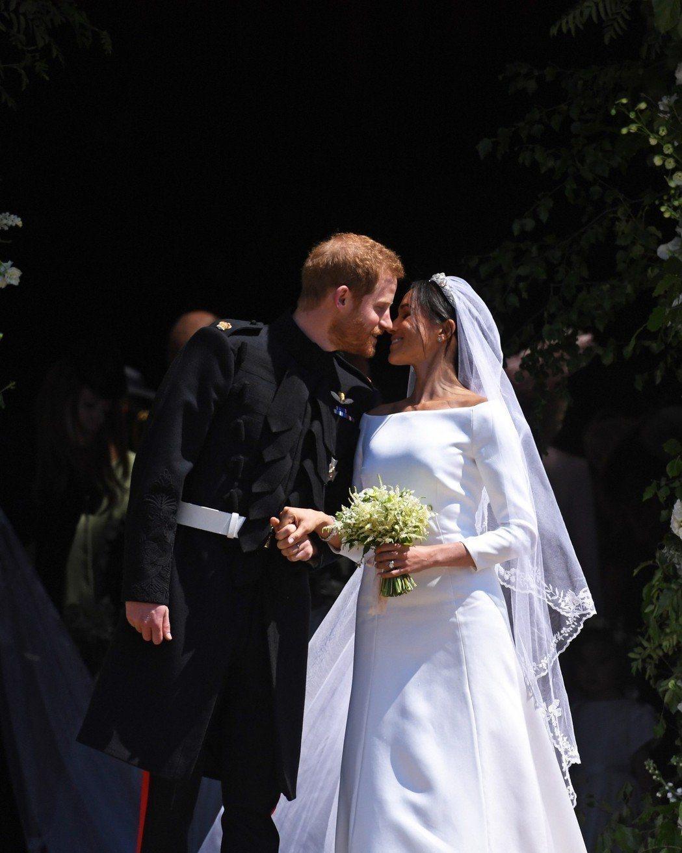 哈利王子(左)與梅根馬可(右)沉浸在新婚喜悅中。(歐新社)