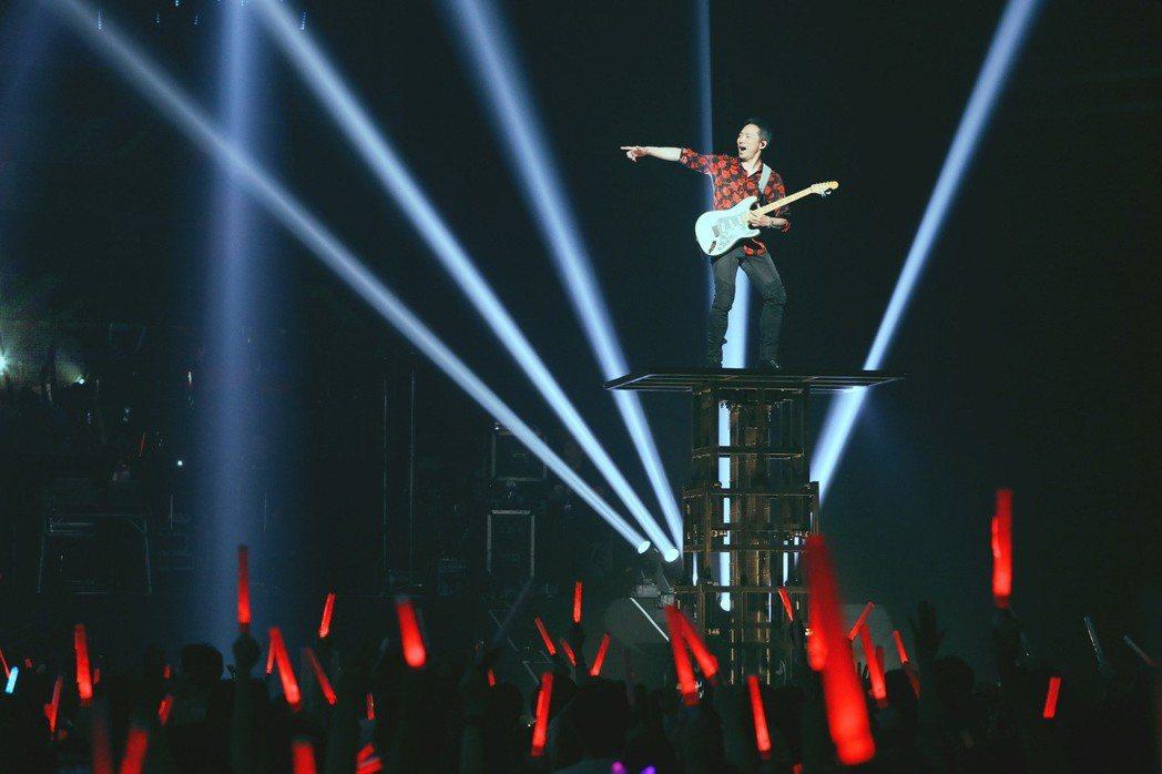五月天「霸氣」三登日本武道館。圖/相信音樂提供
