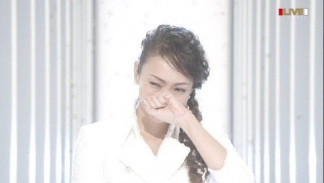 安室最後淚灑紅白舞台。圖/翻攝NHK