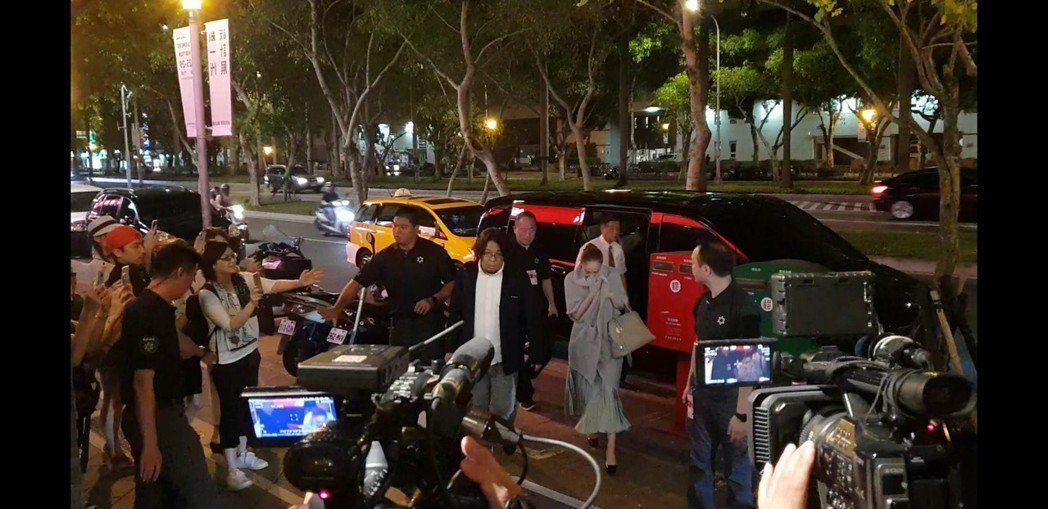 安室抵達慶功宴餐廳。記者李姿瑩/攝影