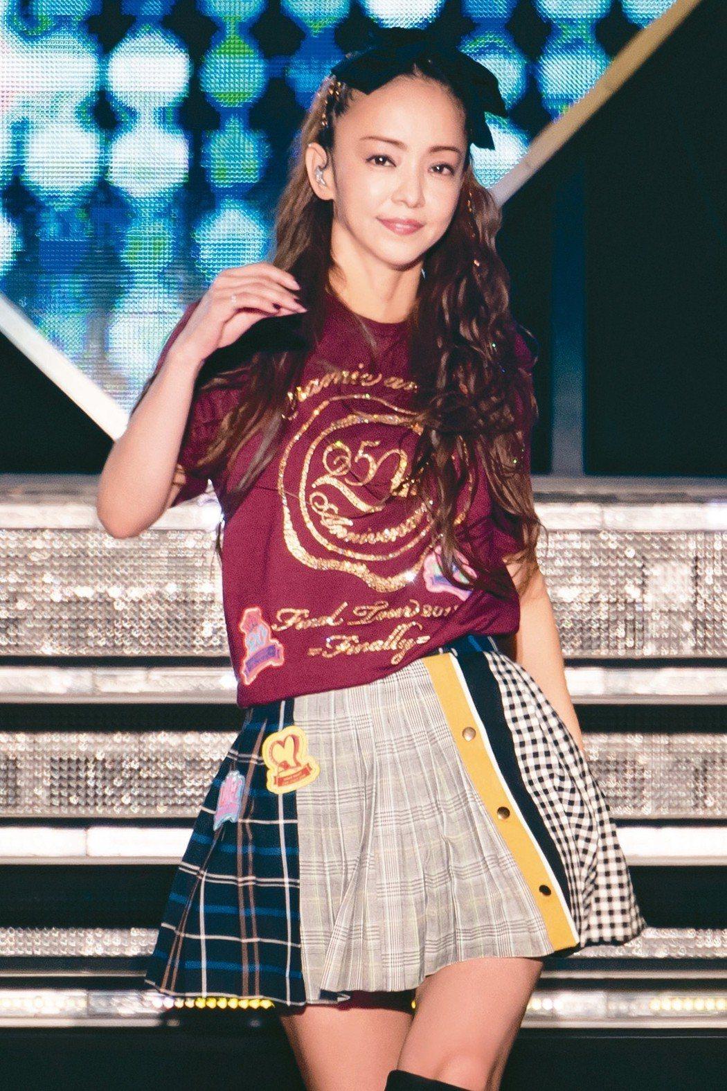 安室奈美惠台北場演出精采,造型繽紛。 圖/超級圓頂提供