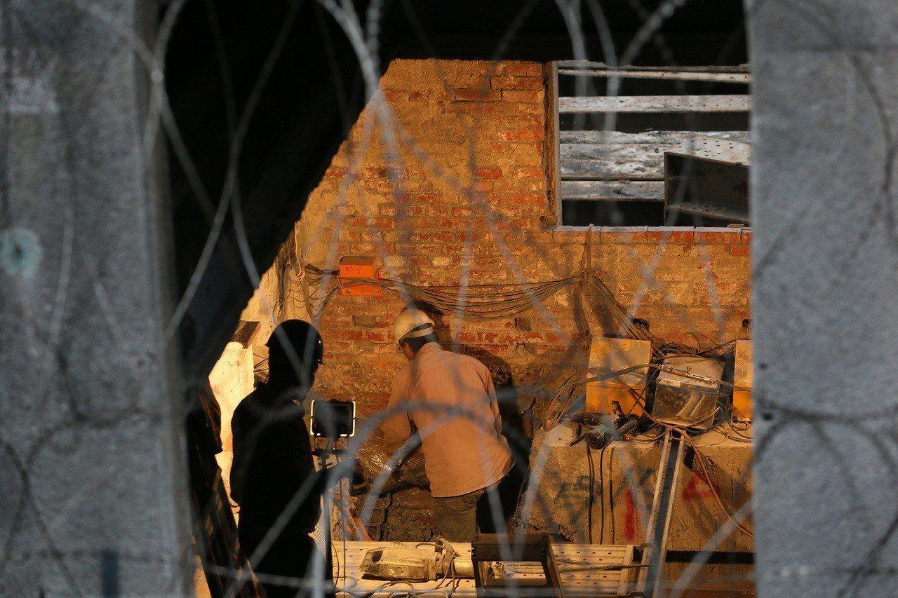 圖為工地工人辛勤工作,非當事人。聯合報系資料照/陳柏亨攝影