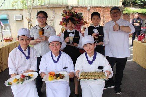 光復中學餐飲服務學程學生,運用在校學習的西餐、中餐、烘焙、飲調等技術,組合新竹特...