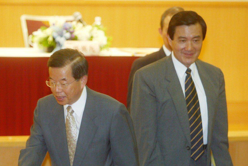2007年蔣渭水文化基金會邀請國、民兩黨總統參選人馬英九、謝長廷(左)擔任座談會...