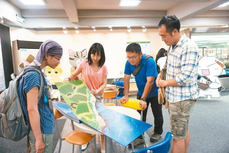 淡江大學文學院文創大淡水團隊三年來進行北海岸石滬探勘計畫,利用過去、現在、未來三個時間軸向,讓大家了解石滬的發展與變遷。 圖/淡江大學提供