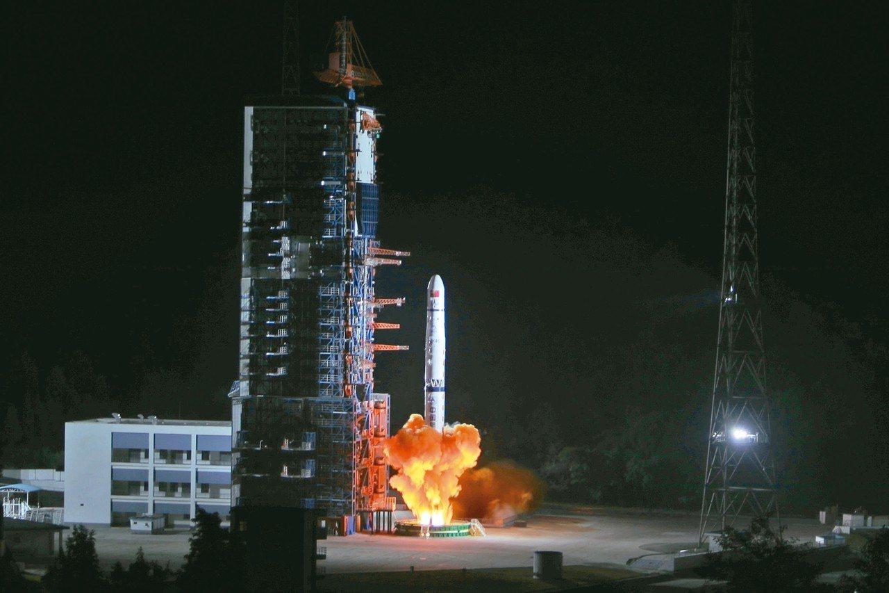 圖為上月21日成功發射升空的「嫦娥四號」探月著陸器。 中新社