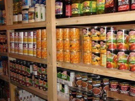 手冊中建議民眾準備好急用的罐頭食物。 取自網路