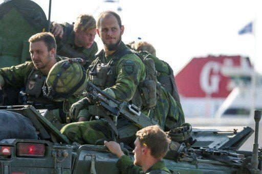 瑞典今年開始恢復7年前中斷的徵兵制,圖為瑞典裝甲兵團士兵。 路透