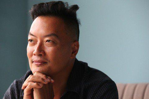 褚士瑩建議,青年若想發展多重職涯,應該要先找到一件事情充滿熱情、做為生命的主軸。...